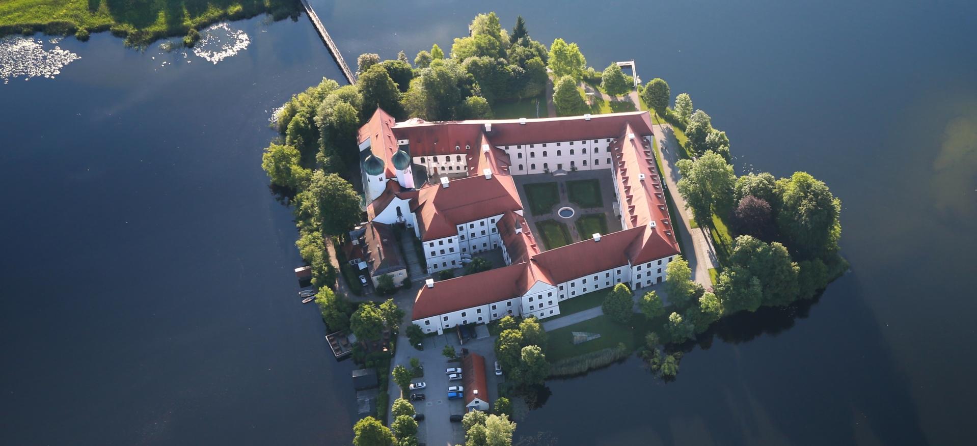Kloster Seeon Luftaufnahme, © Sepp Niederbuchner