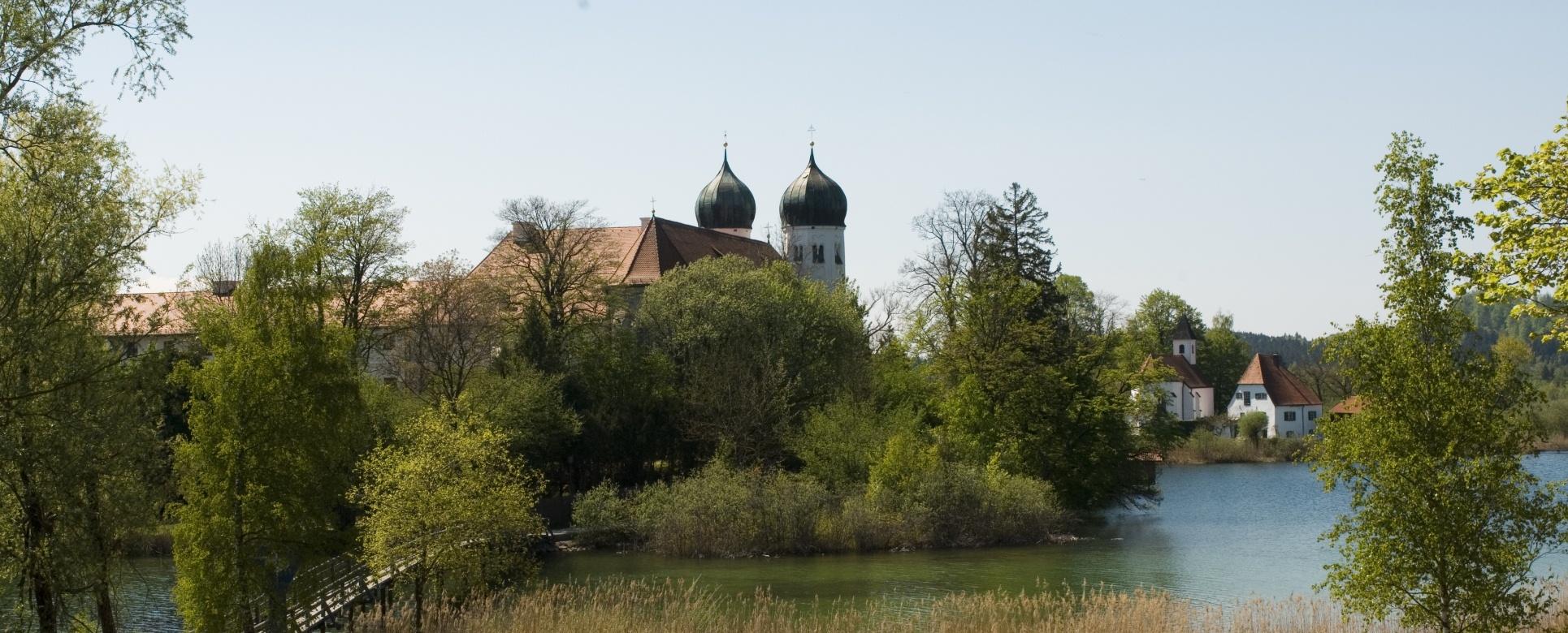 Idyllisches Plätzchen - Kloster Seeon, © Tourist-Information Seebruck